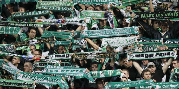 Des supporteurs de Saint-Etienne lors d'un match face au Paris-Saint-Germain, le27octobre 2013.