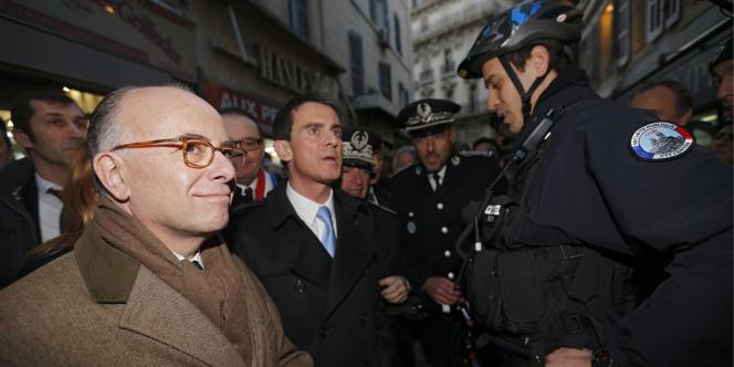 Le premier ministre, Manuel Valls, et le ministre de l'intérieur, Bernard Cazeneuve, à Marseille, le 9 février.