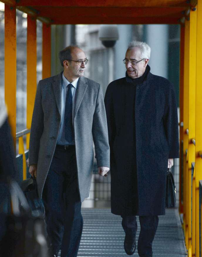 Eric Woerth et son avocat, Jean-Yves Le Borgne, à Bordeaux, le 10 février.
