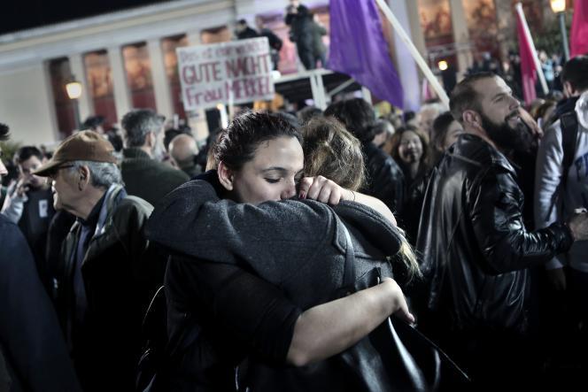 Athènes, le 25janvier. Les partisans de Syriza fêtent leur victoire auxélections législatives.