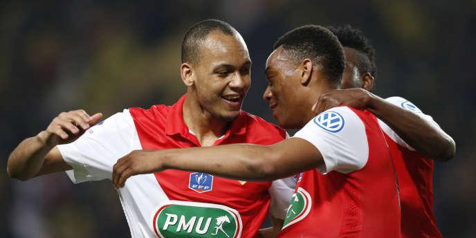 Anthony Martial célèbre la victoire de Monaco avec Fabinho, le 11 février à l'issue d'un match contre Rennes.