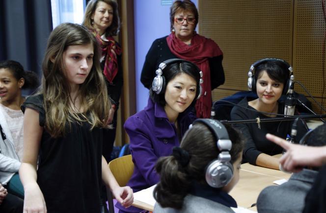 Najat Vallaud-Belkacem et Fleur Pellerin au collège Paul-Bert de Malakoff, le 11 février 2015.