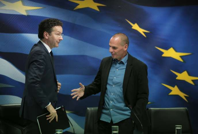 Le ministre des finances grec Yanis Varoufakis à droite et Jeroen Dijsselbloem, le président de l'Eurogroupe, à gauche :  l'Eurogroupe du 16 février sera décisif pour les négociations sur la restructuration de la dette grecque.