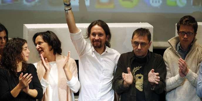 Juan Carlos Monedero à gauche du leader de Podemos, Pablo Iglesias, en novembre 2014.