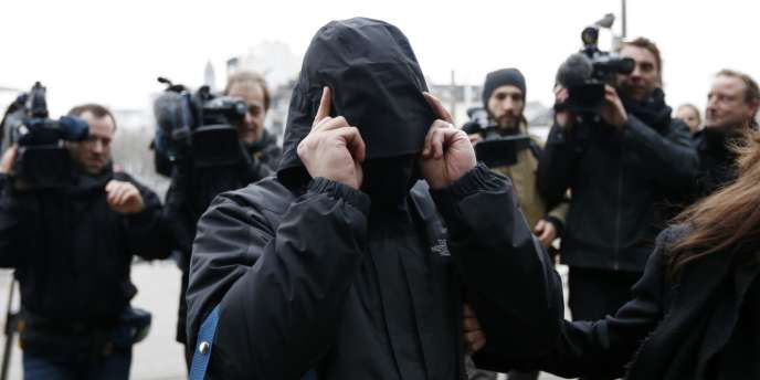 L'un des prévenus suspectés d'avoir participé à l'organisation Sharia4Belgium, avant l'annonce du verdict, le 11 février.