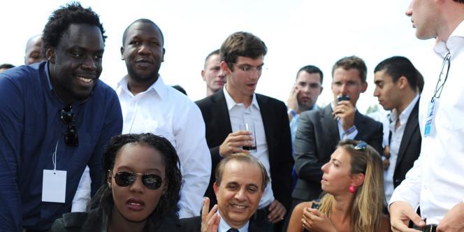 Stéphane Tiki, derrière Rama Yade et Roger Karoutchi, lors d'un campus des Jeunes pop' à Port-La-Nouvelle (Aude) le 31 août 2010.