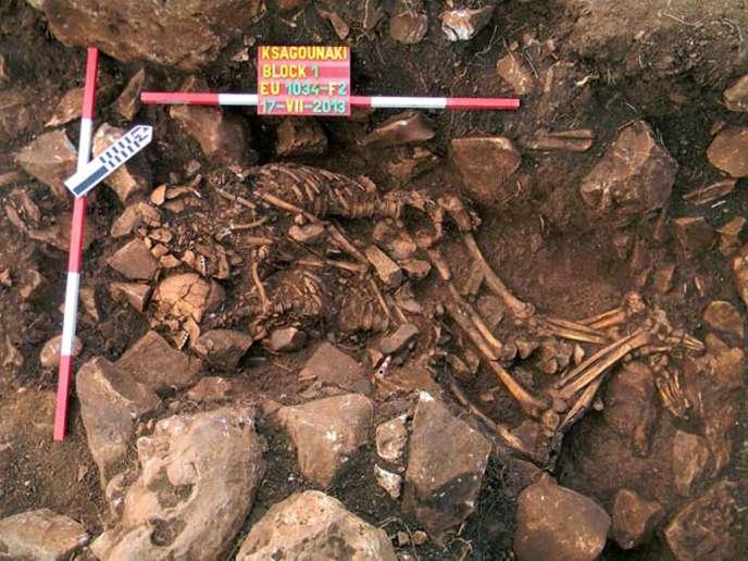 Les squelettes de ce couple enlacé sont vieux de 6000 ans environ.
