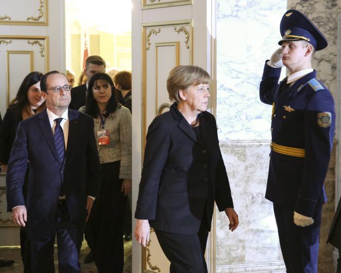 La chancelière allemande Angela Merkel et le président François Hollande, le 12 février 2015, à Minsk.