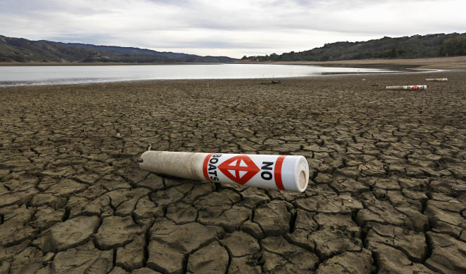 Sur les rives d'un lac touché par la sécheresse en Californie, en février 2014.