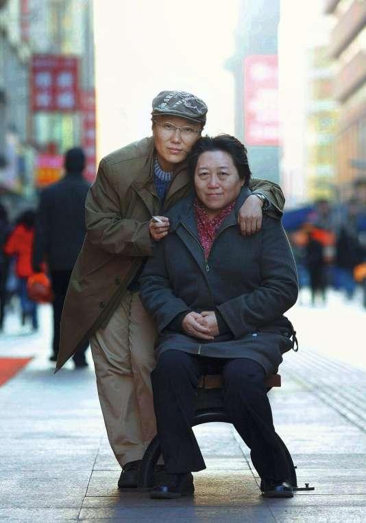 Veuve de l'écrivain Wang Xiaobo, Li Yinhe (à droite) partage sa vie avec Da Xia depuis  dix-sept ans.