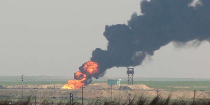 Des champs de pétrole à l'ouest de Kirkouk, en Irak, le 2 février 2015.