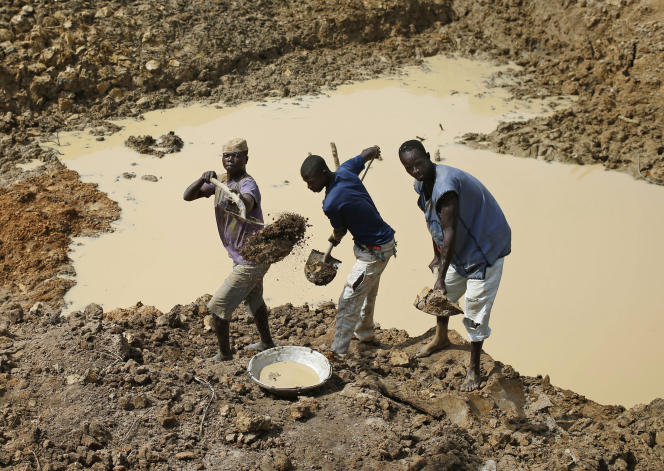 Des chercheurs de diamants dans la région de Gaga, en Centrafrique.