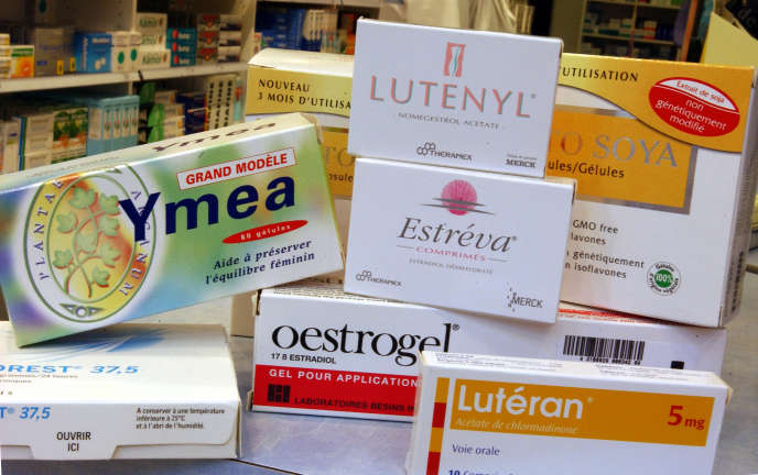 Photo de boîtes d'hormones naturelles utilisées pour le traitement de la ménopause photographiées dans une pharmacie de Caen, en 2004.
