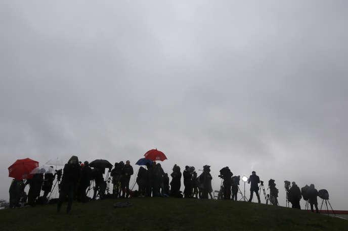 Des journalistes couvrent la prise d'otages à Dammartin-en-Goële, le 9 janvier 2015.