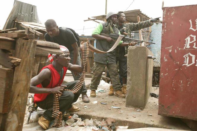 Scène de la guerre civile au Liberia, en 2003, qui fut nourrie par les trafiquants de diamants et les trafiquants d'armes