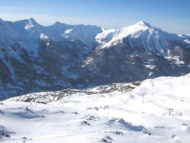 Vue des montagnes d'Orcières dans les Hautes-Alpes.