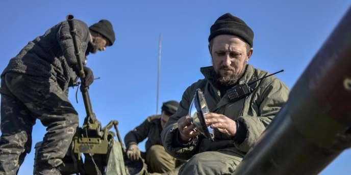 Des soldats ukrainiens dans la région de Donetsk, le 13février.