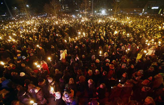 Près de 30 000 personnes étaient rassemblées dans les rues de Copenhague, le 16 février, après un week-end marqué par une double fusillade dans la capitale danoise.