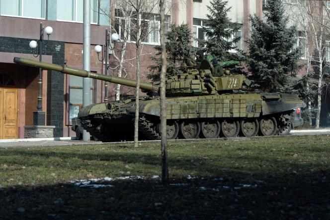 Un tank séparatiste dans les rues de Donetsk.