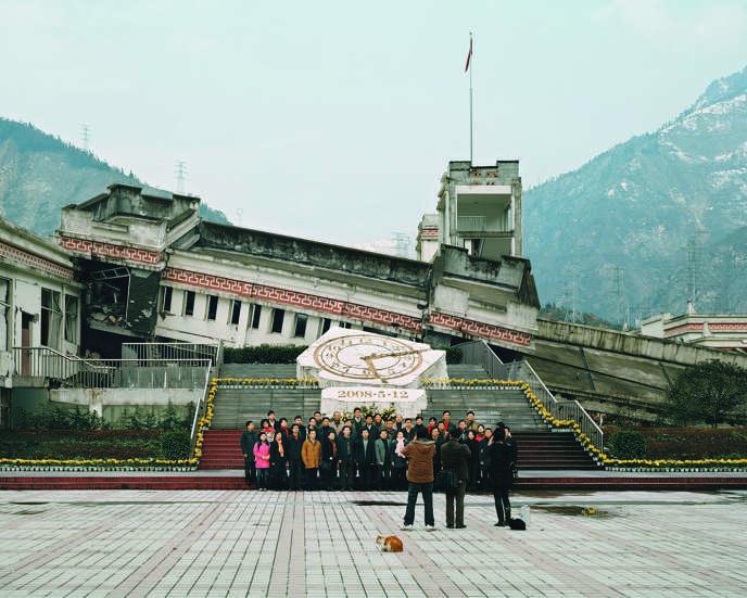 En Chine, visite des ruines produites par le séisme de Wenchuan, dans la province du Sichuan, en2008.