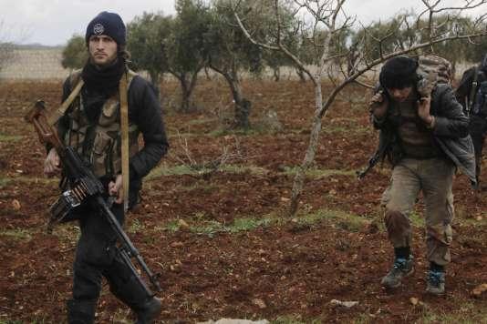 Des rebelles syriens, le 17 février au nord d'Alep, en Syrie.