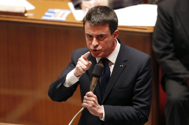 Manuel Valls engage la responsabilité du gouvernement sur la loi Macron,à l'Assemblée nationale, mardi 17 février.