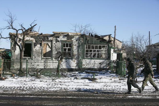 Des séparatistes prorusses à Debaltsevo, dans l'est de l'Ukraine, le 17 février.