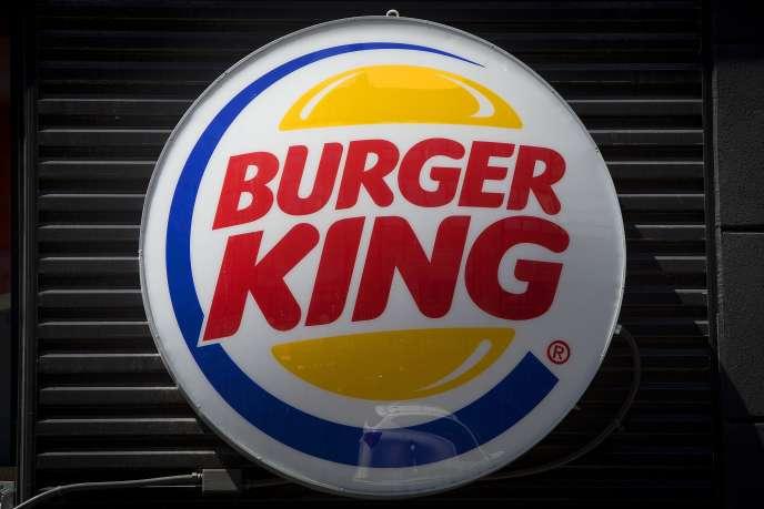 La chaîne Burger King a annoncé, mardi 10 mars, qu'elle retirait les sodas des menus pour enfants qu'elle propose aux Etats-Unis, où deux adolescents sur trois sont en surpoids.