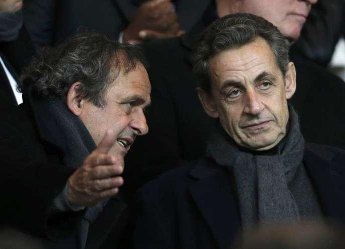 Le président de l'UEFA, Michel Platini, et Nicolas Sarkozy lors d'un match entre le PSG et Chelsea au Parc des Princes, à Paris, le 17 février.