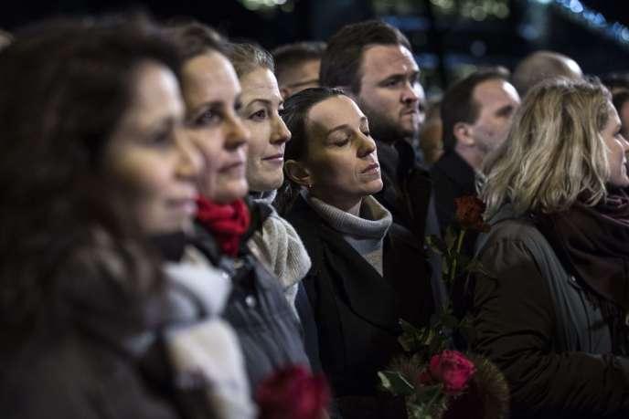Un rassemblement, lundi 16 février, en mémoire des victimes de la double fusillade qui a eu lieu pendant le week-end à Copenhague.