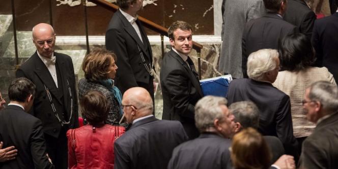Emmanuel Macron dans l'hémicycle après l'adoption de la loi Macron a l Assemblee Nationale par le premier Ministre. Christophe Morin / IP3 pour le Monde.