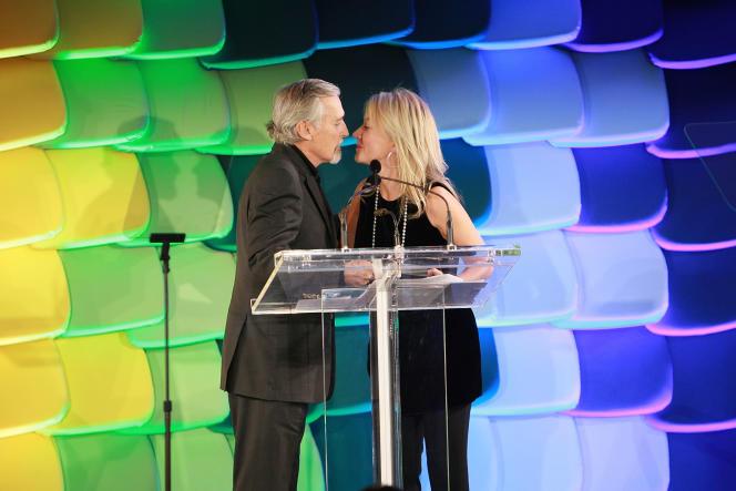 La femme d'affaires Janna Bullock avec l'acteur Dennis Hopper au gala des