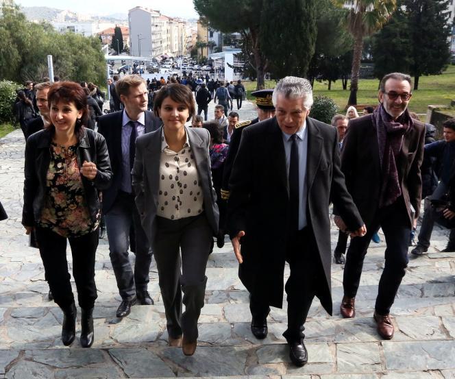 La ministre de l'éducation nationale, Najat Vallaud-Belkacem, et Robin Renucci (à droite), à Ajaccio, le 17 février.