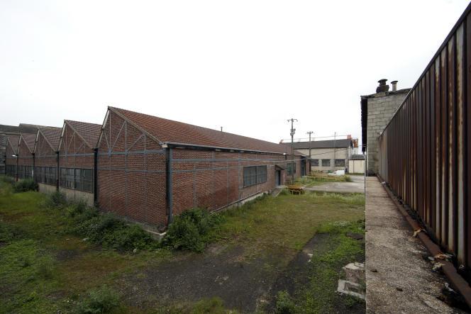 Une usine abandonnée à Creil, en juillet 2014. La désindustrialisation se poursuit en France, malgré des ouvertures de sites en hausse. L'Hexagone compte 54 sites industriels de moins que fin 2013.
