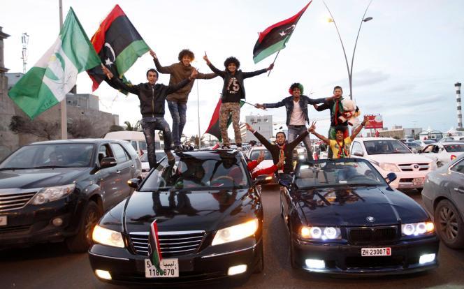 Des Libyens célèbrent les quatre ans de la révolution à Tripoli, le 17 février 2015.