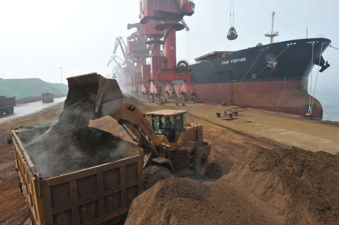 Le port de Rizhao, en Chine. En un an, la deuxième économie mondiale a fortement réduit ses importations de charbon