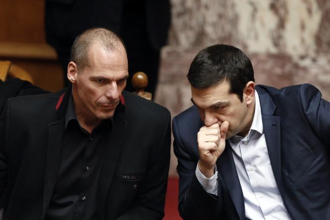 Alexis Tsipras envoie deux lettres aux créanciers, où il détaille la liste des réformes à mettre en œuvre en Grèce et demande la mise en place d'un troisième plan d'aide, ainsi qu'une renégociation de la dette.