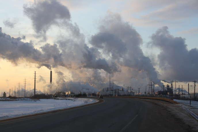 L'un des sites de Suncor, l'un des plus anciens groupes pétroliers de l'Alberta, sur la route de Fort McKay.