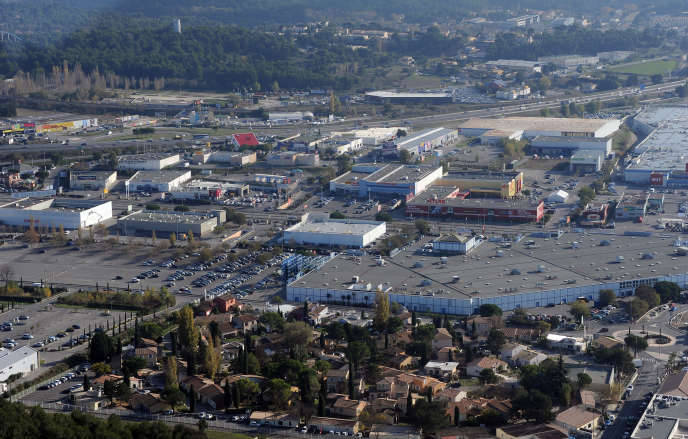 La zone commerciale de Plan-de-Campagne à Cabriès (Bouches-du-Rhône), en novembre 2011.