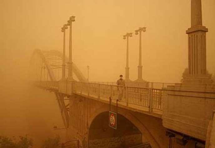 La ville d'Ahvaz lors de la tempête de poussière.