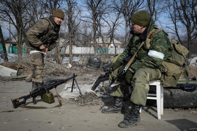 Des séparatistes prorusses à Debaltseve, jeudi 19 février.