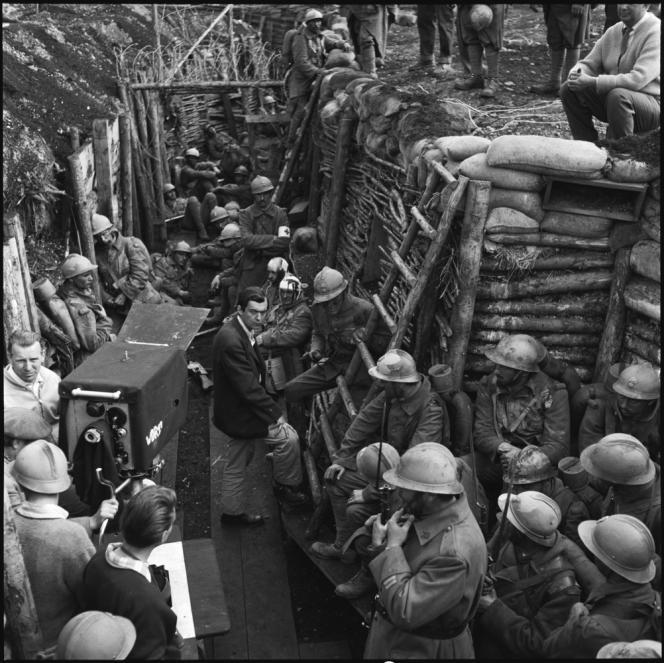 Les sentiers de la gloire, de Stanley Kubrick, dénonce l'incurie des généraux pendant la guerre de 14-18. Le gouvernement français demande la déprogrammation du film, sans toutefois l'interdire.