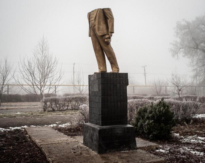 La statue de Lénine à Kotovsk, dans le sud de l'Ukraine, a été détruite en décembre 2013, lors d'une manifestation proeuropéenne.