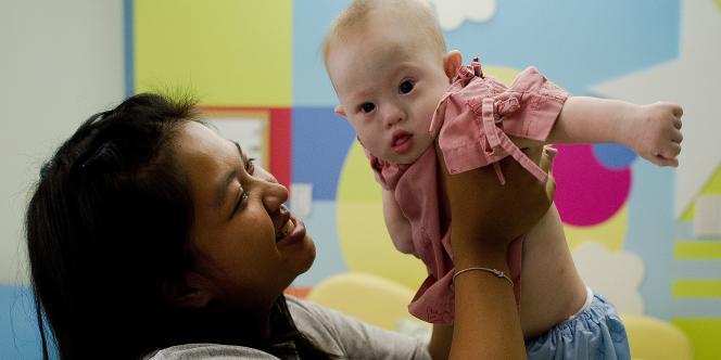 En août, un couple australien avait choqué la planète en abandonnant un petit garçon trisomique, nommé Gammy, en Thaïlande à sa mère âgée de 21 ans, et en emmenant avec lui sa sœur jumelle, Pipah, en bonne santé.
