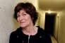 L'écrivaine Maryline Desbiolles pose dans un couloir d'un immeuble de la cité de l'Ariane, à Nice, en février 2007.
