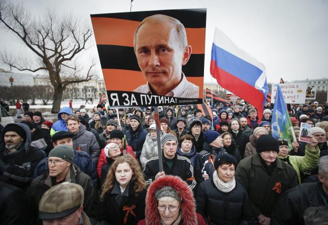 Au moment où les Ukrainiens commémorent le premier anniversaire de la révolution de Maïdan, à Kiev, le  21 février 2015, une manifestation