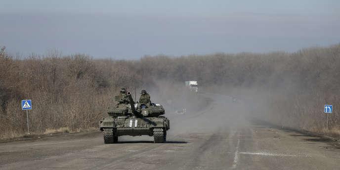 Un char de l'armée ukrainienne, près d'Artemivsk, dans l'est de l'Ukraine, le 21 février.