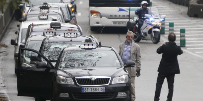 Des taxis parisiens lors d'une manifestation contre UberPop, en décembre 2014.