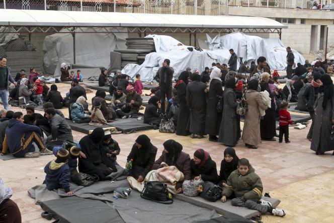 Réfugiés syriens dans une école près de Damas, le 23 février.
