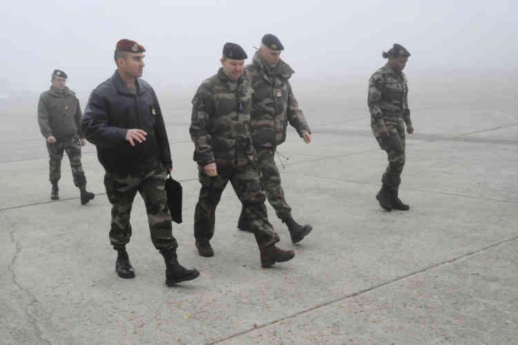 Sur la base de Brétigny. Jamais, depuis la guerre d'Algérie, l'armée n'avait été aussi visible sur le territoire national.